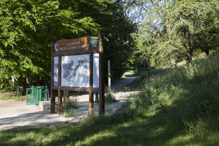 Pour vos promenade et vos activités sportives rendez-vous au Parc de la Combe à la Serpent