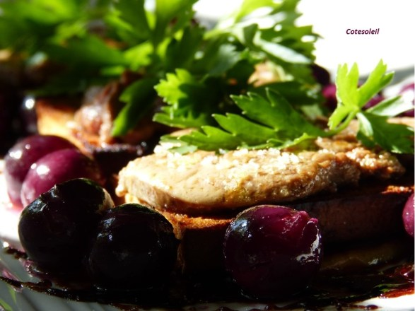 Foie gras sur pain d'épice et fruits d'automne