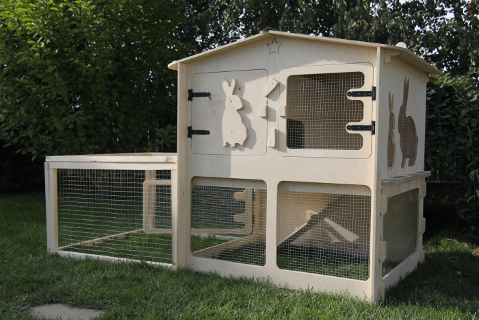 rabbit hutch with enclosed run