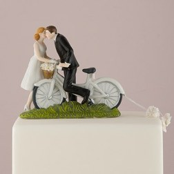 9215_a-kiss-above-bicycle-bride-and-groom-couple-figurineedfd65d7ac3d7cde18670fdbb120c2ee