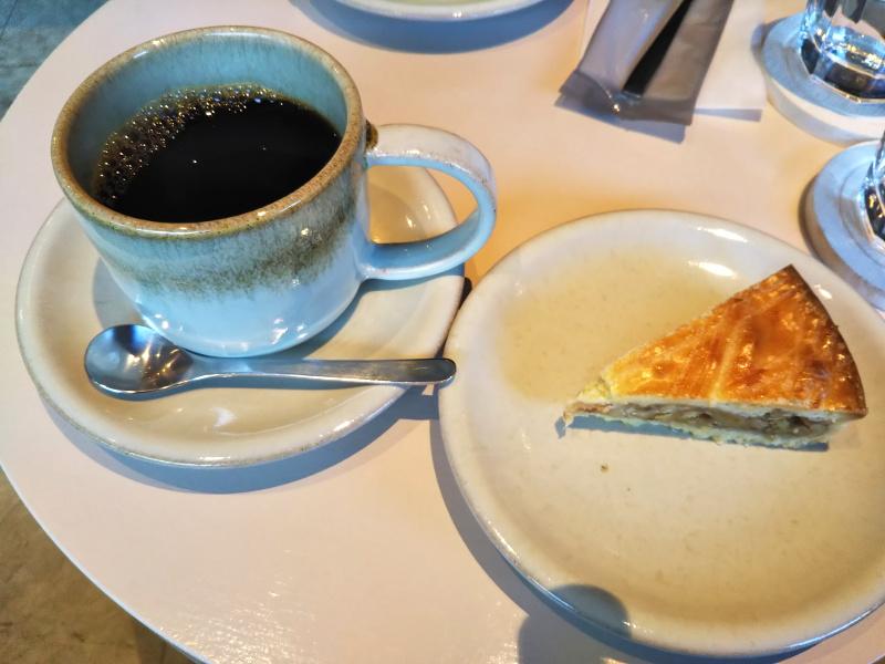 高松の池周辺カフェNAGASAWACOFFEEコーヒーとケーキ
