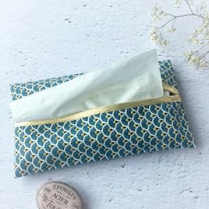 Pochette mouchoirs bleue marine
