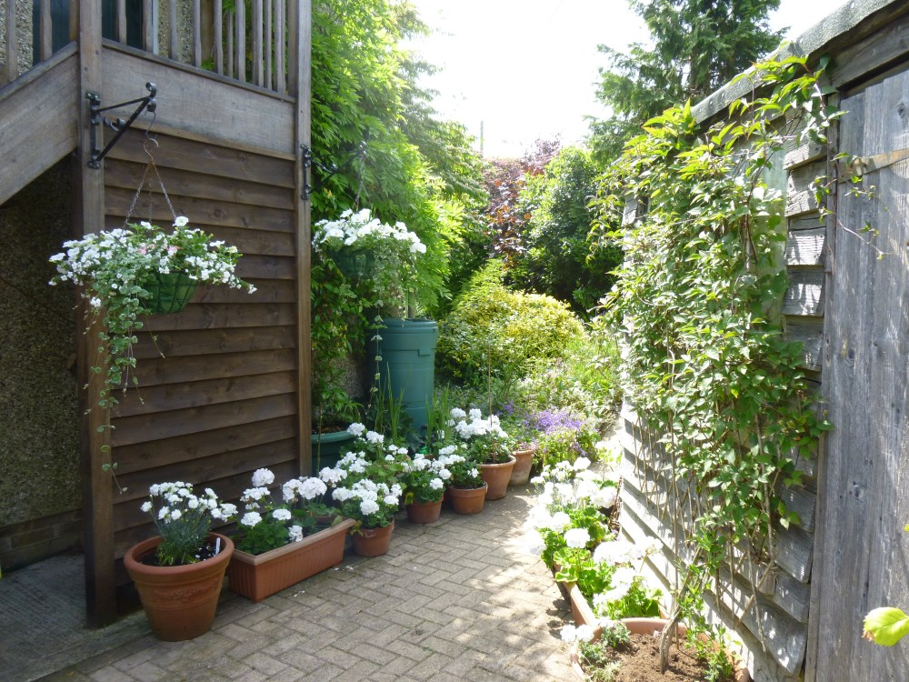 Cotswold bed and breakfast garden Number One Fulbrook