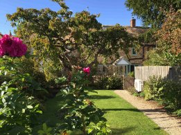 cotswold-village-rooms-cosy-corner-cottage-garden-4