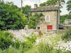 Storey's Cottage, Castle Bolton near Leyburn. Property Reference: DC2393. Sleeps 4. 7 nights available from 4 July. More info: http://bit.ly/1wwL0Jf