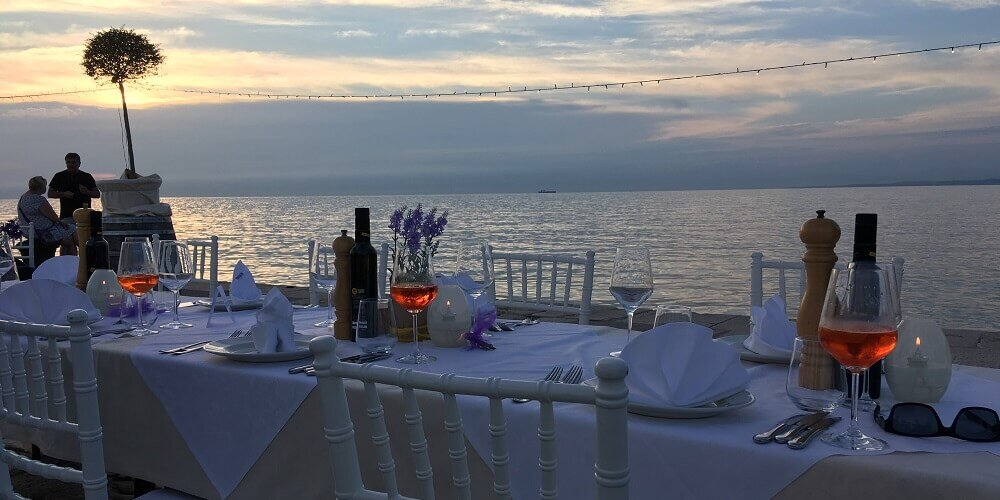 exclusive dinner on a pier for incentive © by Kristin Sammann