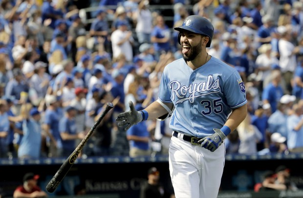 , Should The Red Sox Sign Eric Hosmer or JD Martinez This Offseason?