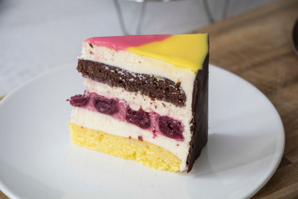 Danube-Wave-German-Flag-layer-Cake-Donauwelle-Torte