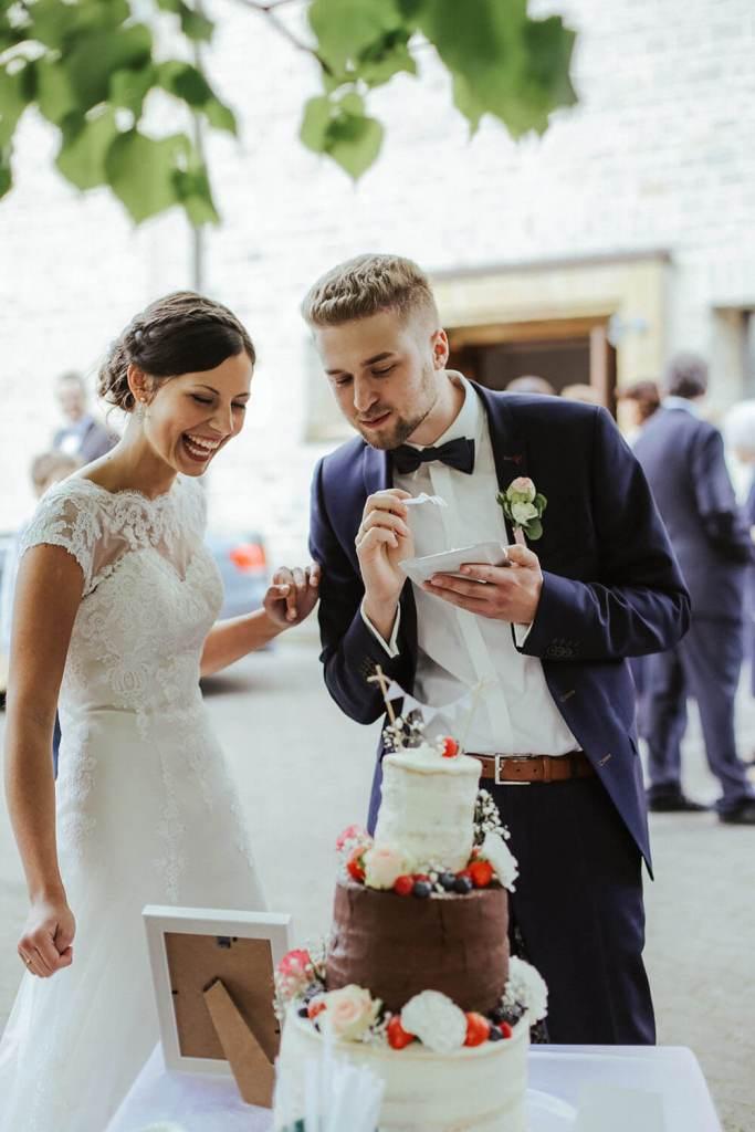 rustic-wedding-cake-ideas-hochzeitstorte-ohne-fondant-vintage-naked-cake (12)