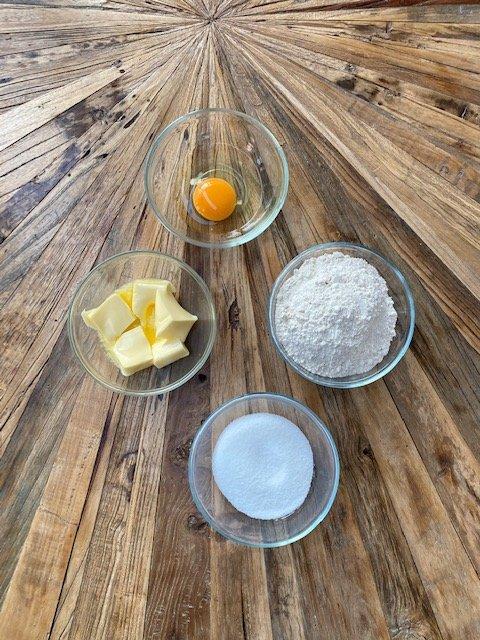 Cheesecake-crust-ingredients-Käsekuchenteig-Zutaten