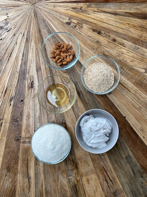 healthy-coconut-balls-healthy-raffaello-ingredients-gesunde-kokosbällchen-zuckerfreie-Raffaello-zutaten