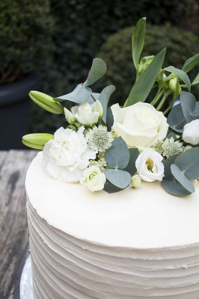 small-wedding-cake-elegant-romantic-kleine-hochzeitstorte-mit-blumen (1)_1
