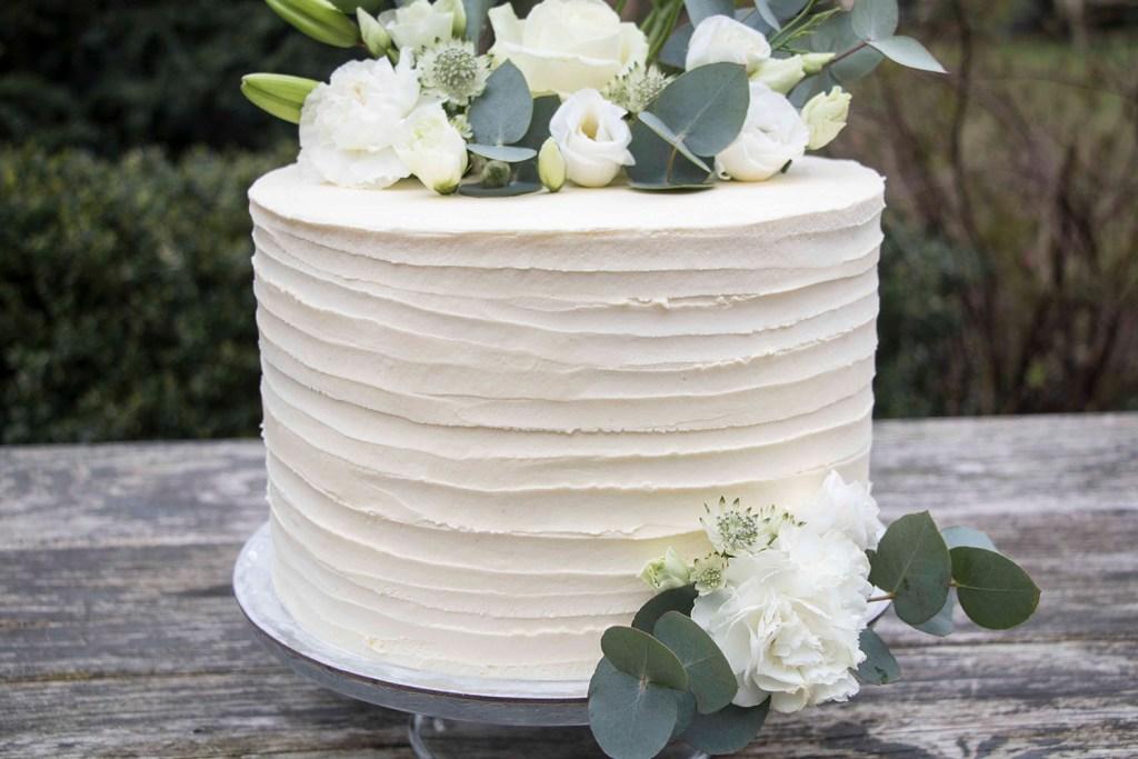 small-wedding-cake-elegant-romantic-kleine-hochzeitstorte-mit-blumen (7)_1