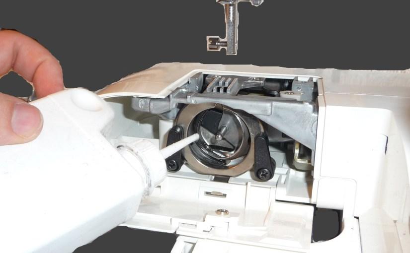 Huiler sa machine à coudre en image