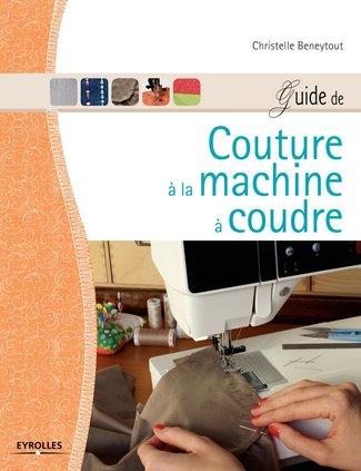 Christelle Beneytout et ses livres couture.
