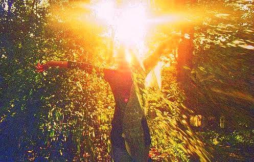 光の剣とシールドがある by 大天使ミカエル