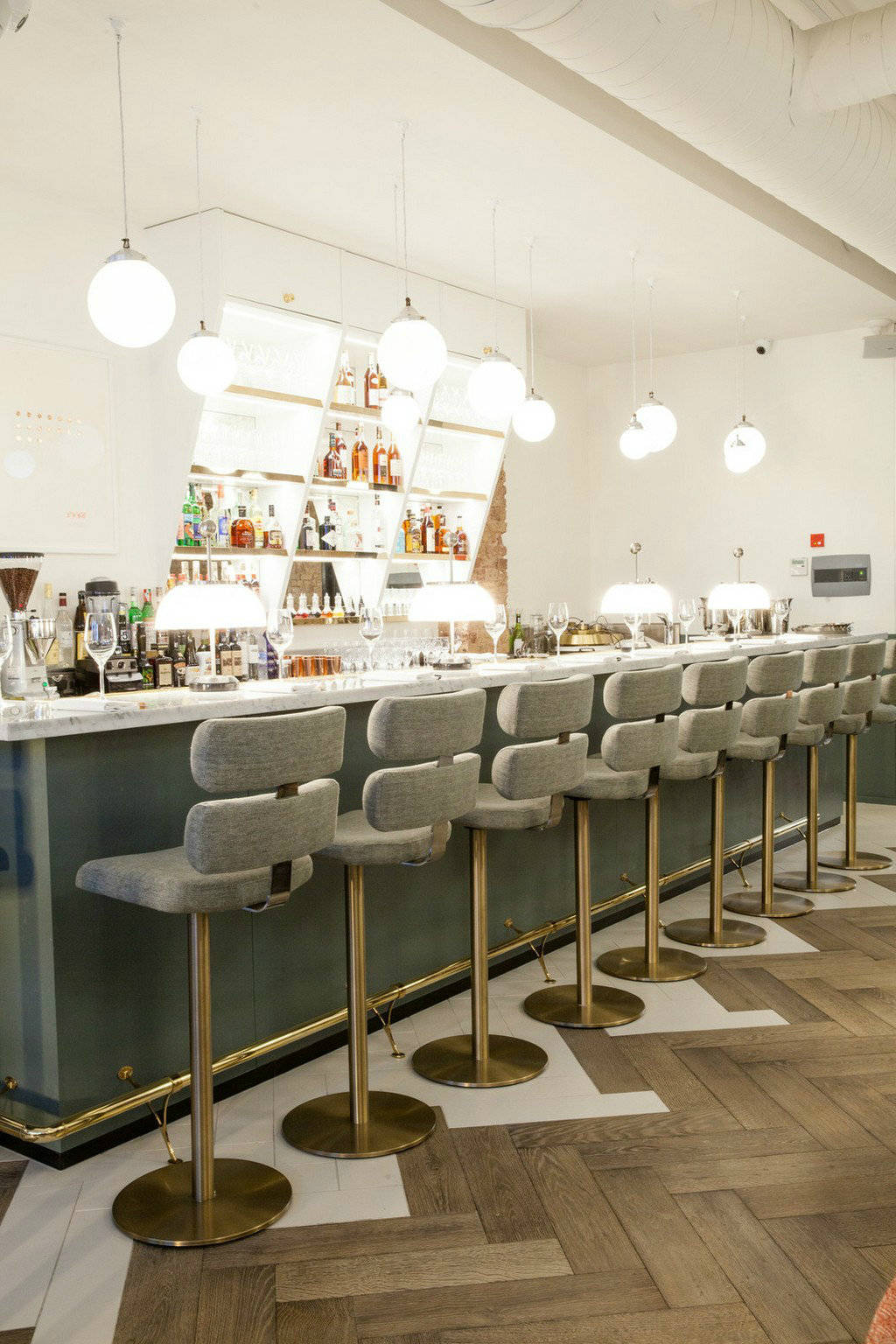 Perfect your home look with these restaurant bar chairs