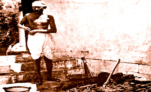 Swacch Bharat protagonists must remember Gandhiji began