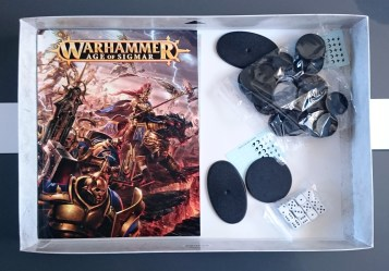 Age of Sigmar - Books, bases and dice in box
