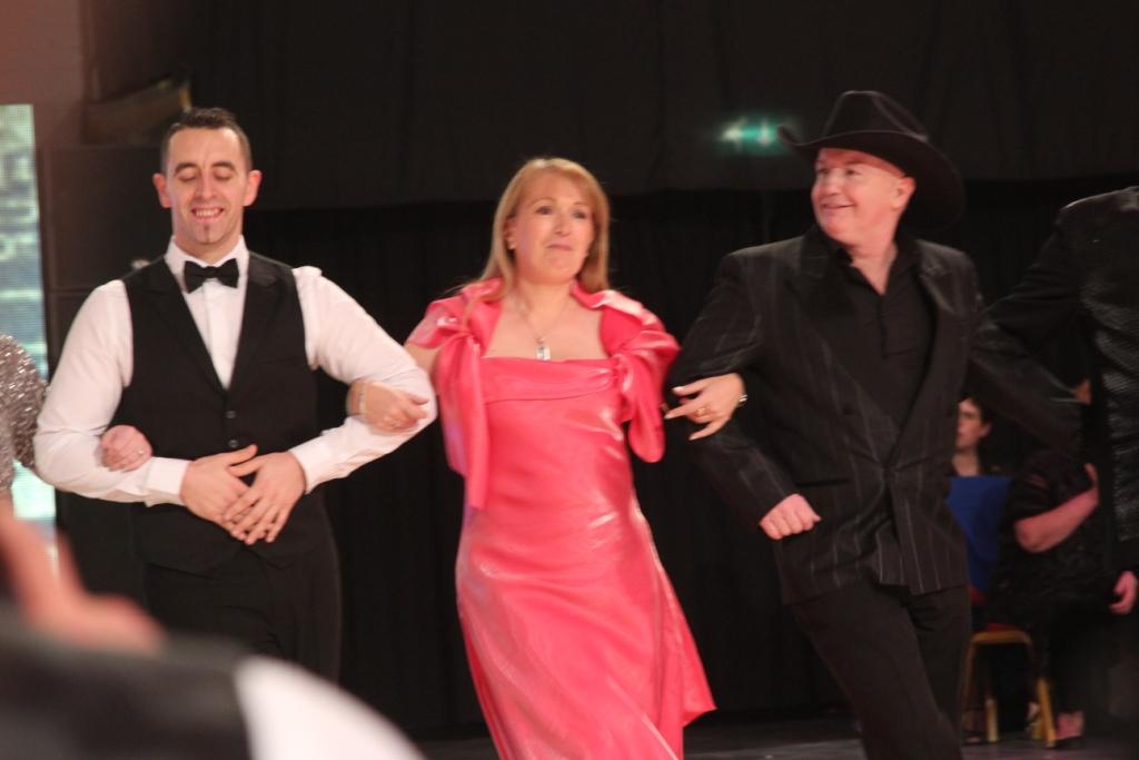 Martine Canonne, entre Fred Whitehouse et Rob Fowler, première chorégraphe française a être nominée dans deux catégories a certainement ressenti une très grande joie de danser parmi toutes ces stars de la line dance.