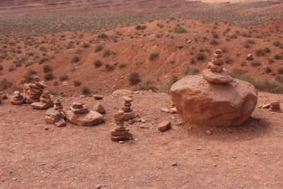 Petits alignements de pierres qui ont sans doute une signification...