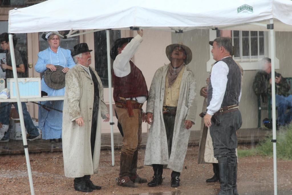 Tombstone - Il faut plus qu'un orage pour arrêter les Westerners !