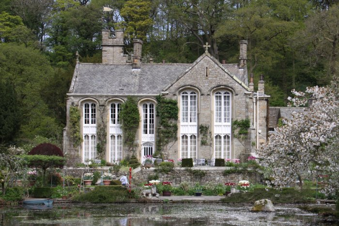 Gresgarth-House-Tulips