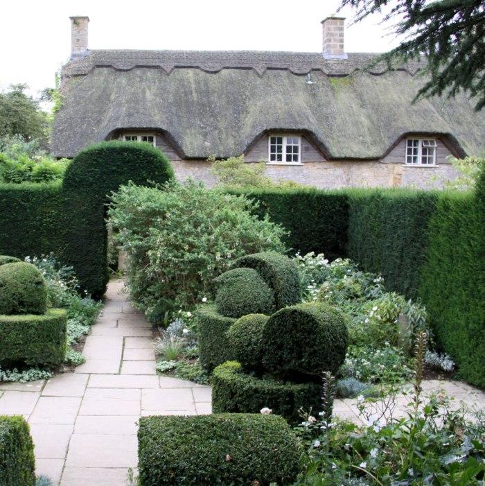hidcote-white-garden