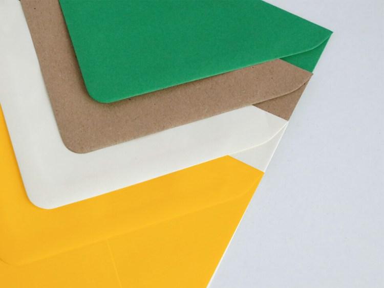 Sobres para bodas y eventos, verde, kraft, blanco y amarillo