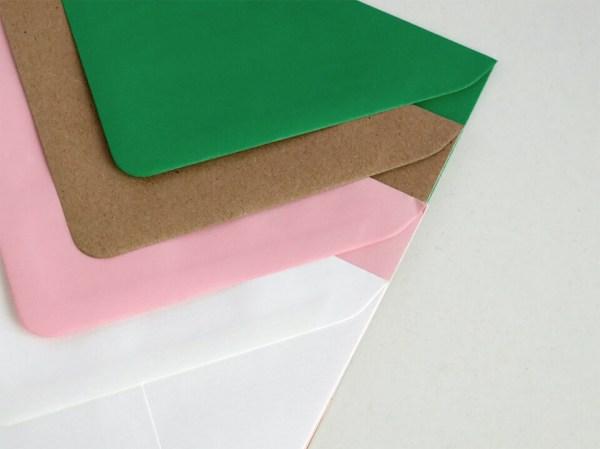 Sobres para bodas y eventos, verde, kraft, rosa y blanco