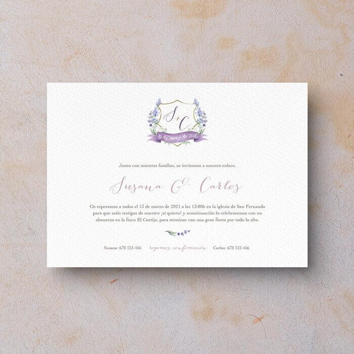 Invitación de boda clásica escudo con iniciales