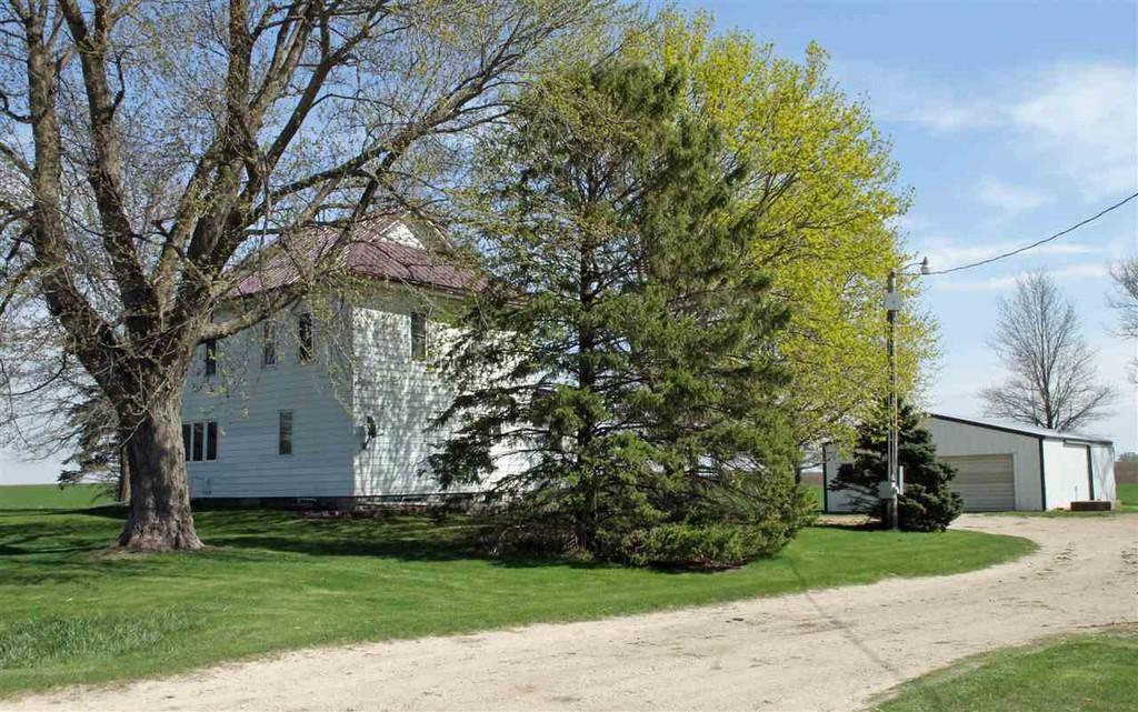 c.1895 Farm House For Sale w/Barn on 2.16 Acres    Sumner IA    $157,500