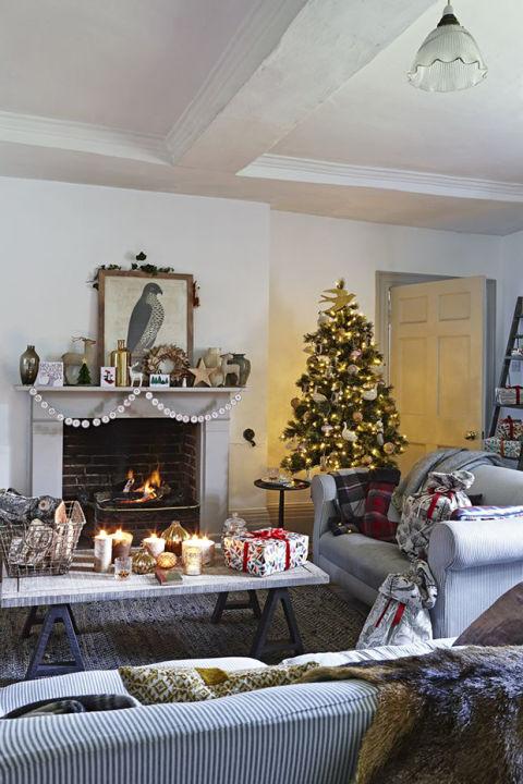 Modern Mantelpiece Decoration How To Decorate A Mantel Fall Mantelsmantel Decormantel Christmas Decorations Uk