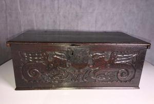 Very well carved bible box, 17th century Front