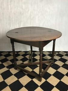 Folding oak table, 17th century Side View