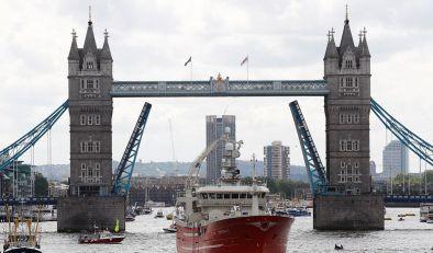 vote-leave-flotilla-thames