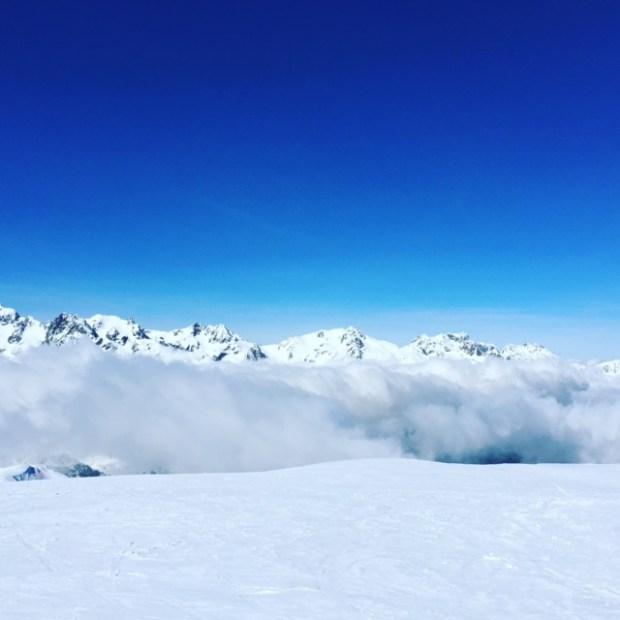 au dessus des montagnes