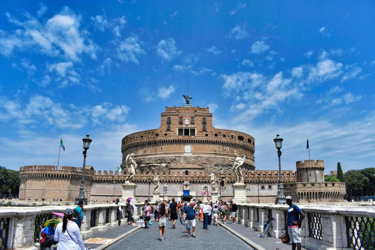 Castel Sant'Angelo, Roma, Couple Coffee Joy