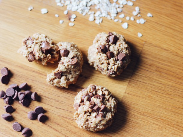 Healthy Chewy Chocolate Chip Oatmeal Cookie