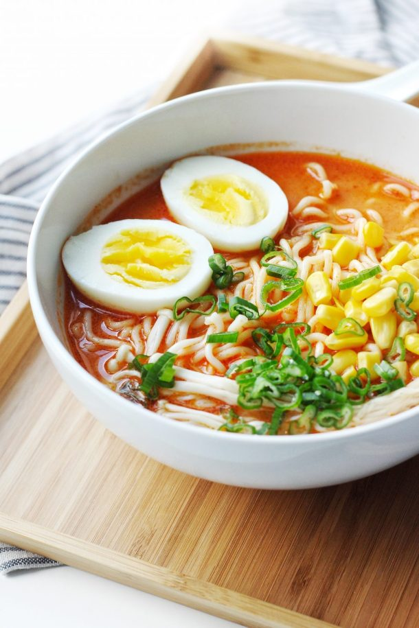 Easy Spicy Creamy Garlic Sriracha Ramen Recipe