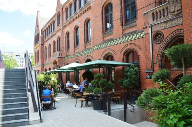 gay-city-weekend-hamburg-hafen-port-warehouse-restaurant-neni-02