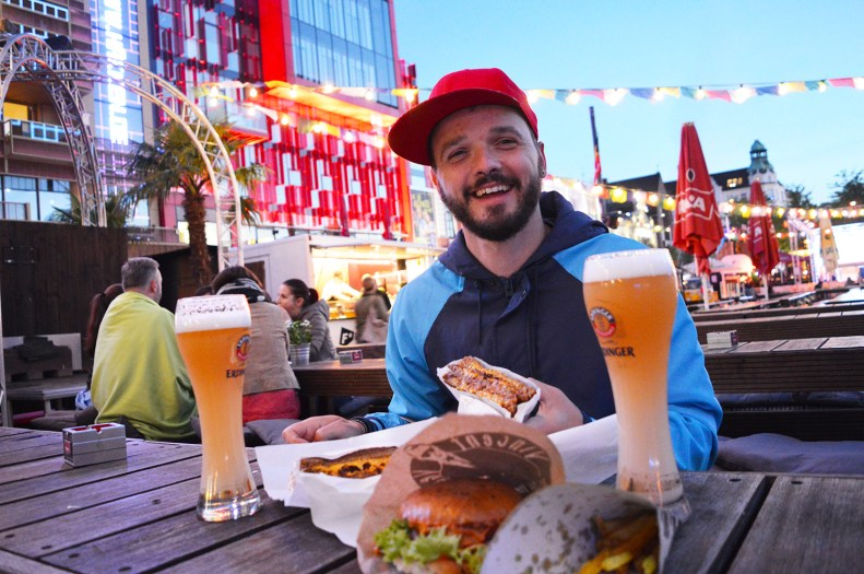 Street Food Session on Reeperbahn | Gay Couple City Weekend Hamburg Germany © CoupleofMen.com