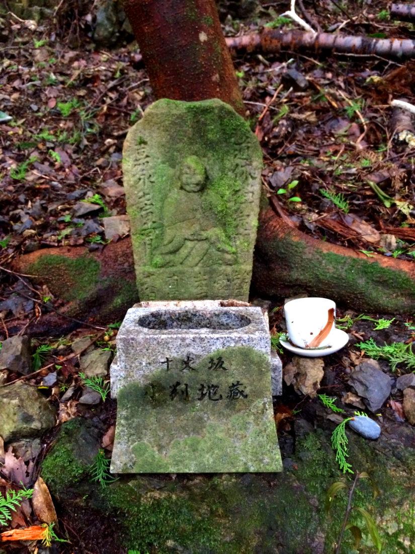 Beautiful mini shrines for a prayer in between hiking © CoupleofMen.com