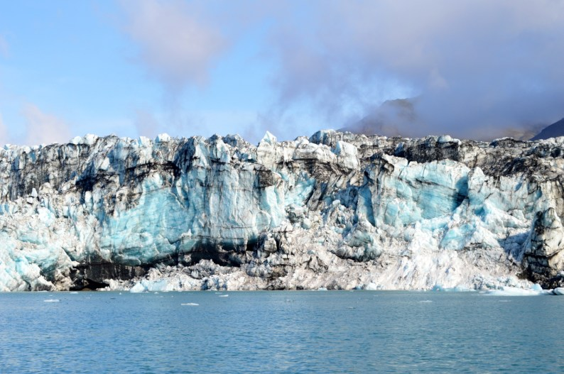 Several layers of minerals and ice | Zodiac Tour Glacier Lagoon Jökulsárlón © CoupleofMen.com