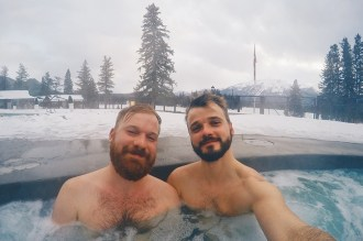 Gay Winterreise Kanada Outside Pool of the Fairmont Lodge Alberta Canada Gay-friendly Hotel © CoupleofMen.com