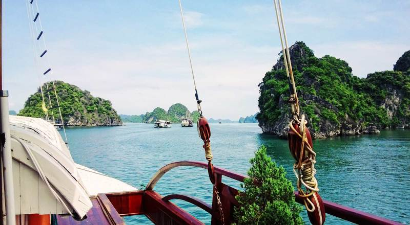Halong Bay Cruise in northern Vietnam © Coupleofmen.com