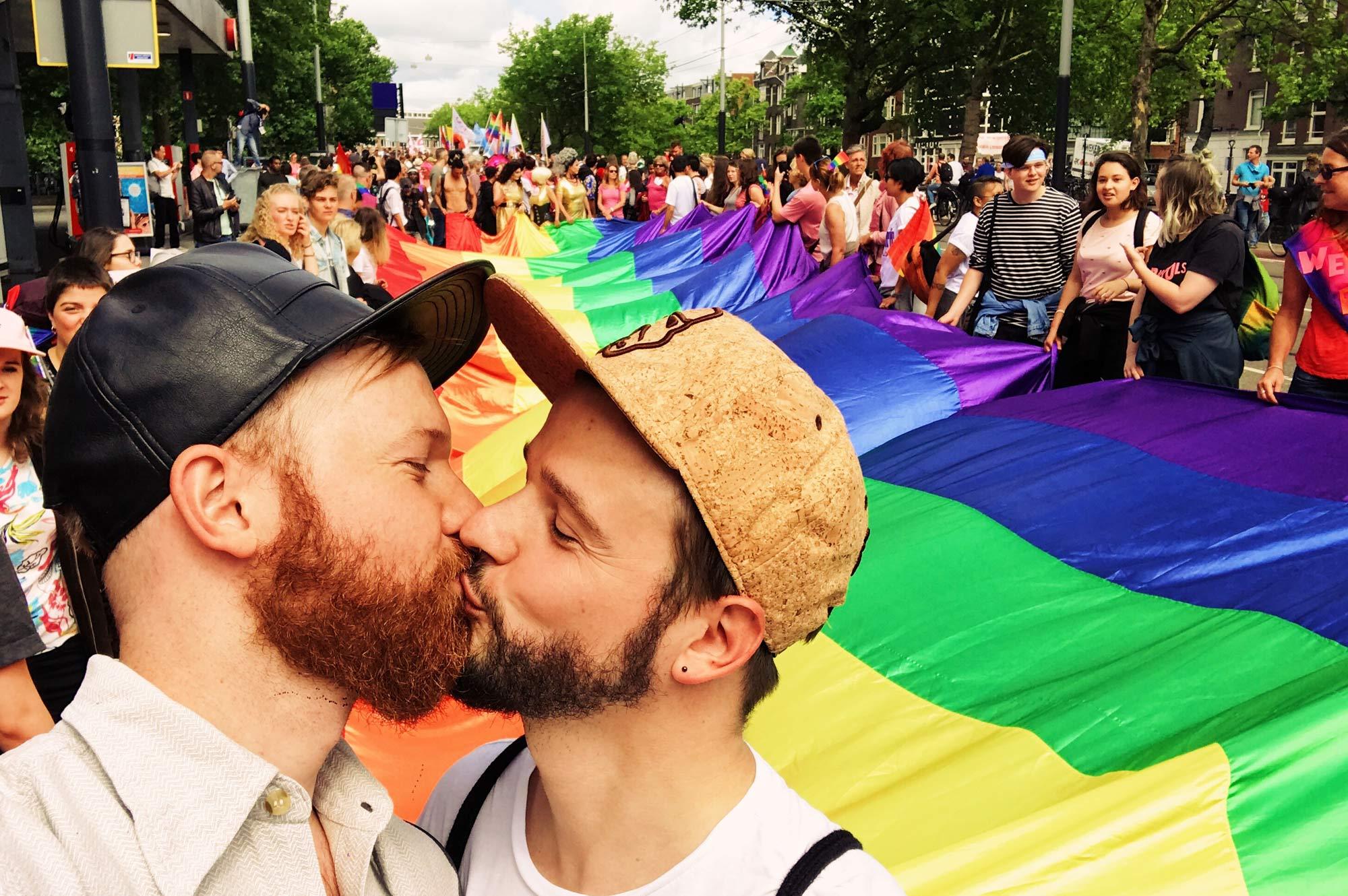 Gay aparts