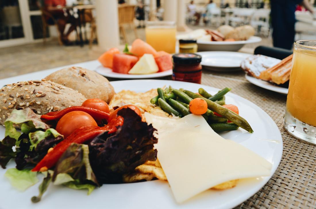 Rich breakfast buffet © CoupleofMen.com