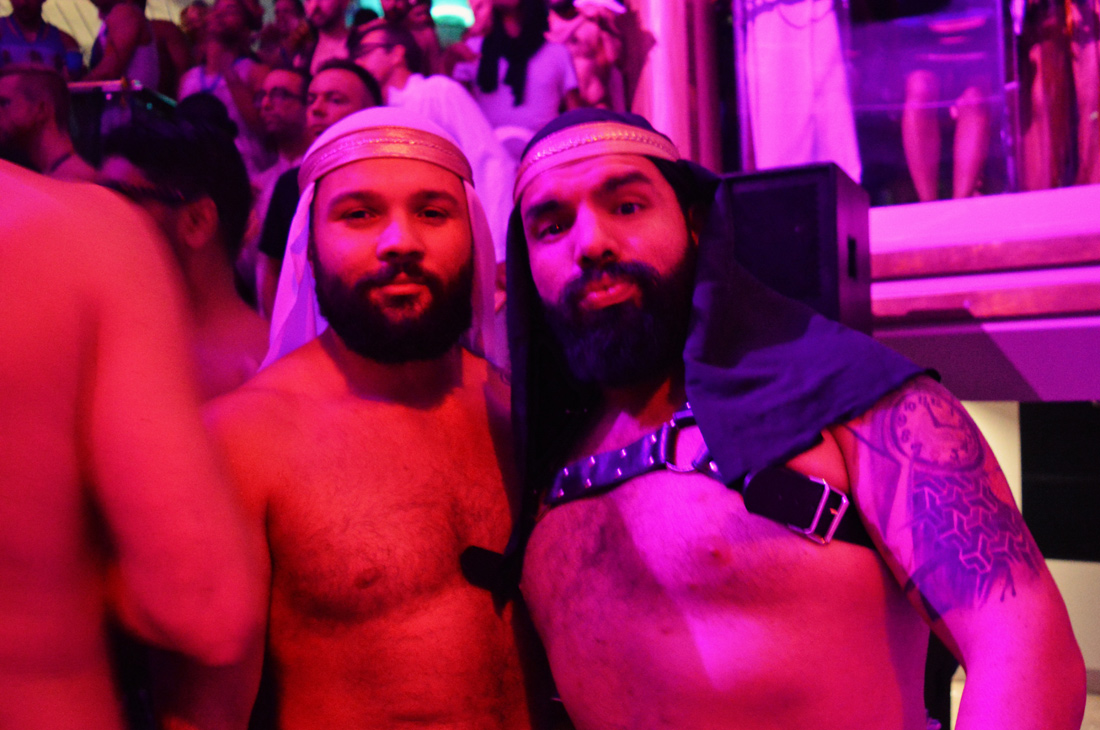 Costa Rican Arabian Nights © CoupleofMen.com