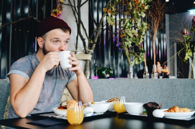 Hotebewertung MOXY Hotel Berlin Karl and his big love: coffee! © Coupleofmen.com